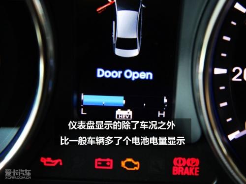 蓝光仪表盘很符合现在汽车的设计潮流