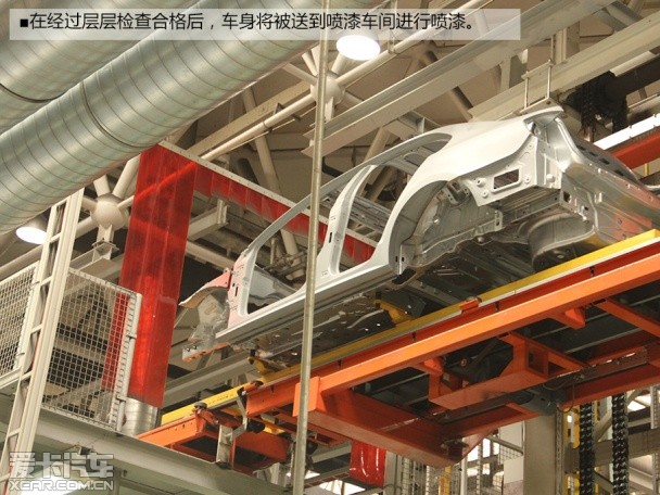 生产基地 参观一汽 大众成都工厂 -焊装车间高清图片